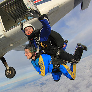 Donna Skydiving for the Miscarriage Association